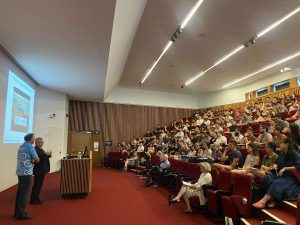 G40 Lecture Theatre filled with the first year cohort and presenting at the front is Dr David Ellwood and Dr Kwong Djee Chan